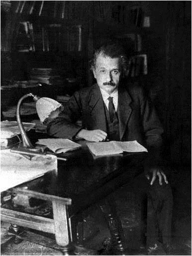 Albert Einstein en la época en que formuló la Teoría General de la Relatividad y predijo la existencia de las ondas gravitacionales.