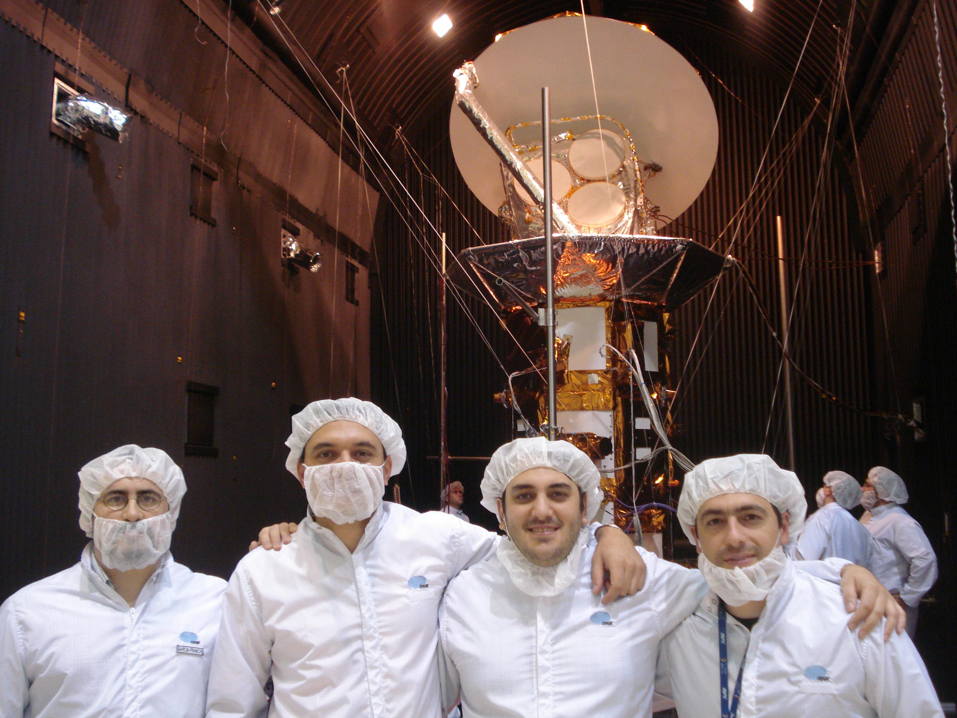 El Grupo PAD en el laboratorio de electrónica del IAR