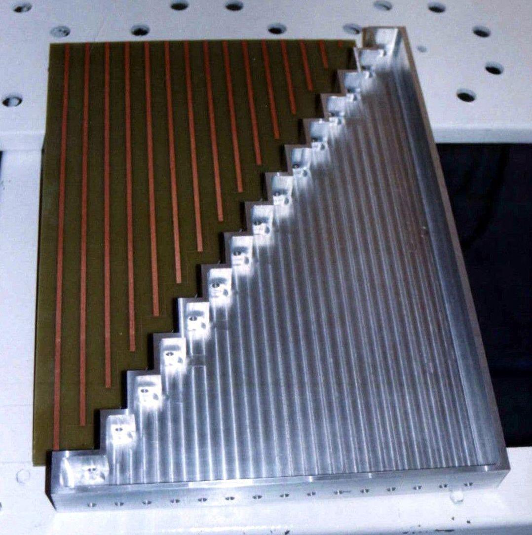 Desfasador y divisor empleados en la antena del SAR (Proyecto SAOCOM)
