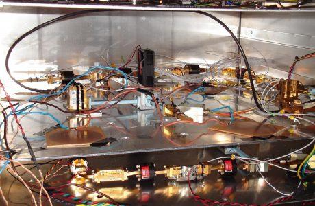 Se muestran los receptores dispuestos dentro de un recinto controlado térmicamente